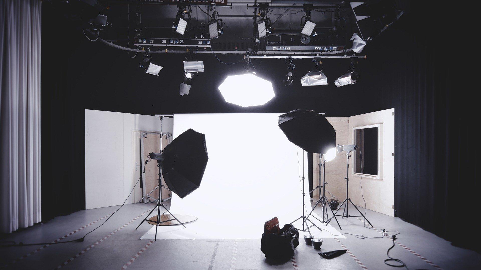 【動画で解説】手軽にハイクオリティ!動画制作は撮影スタジオで